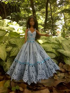 many treats: DRESS BARBIE IN CROCHE