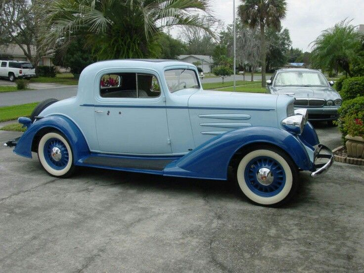 1933 Oldsmobile Coupe.
