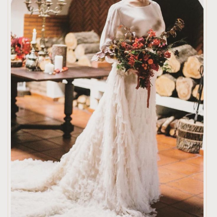 ❤️ fotografia @five_photography bouquet (maravilhoso!) @martaivensferraz vestido @pureza_mb_atelier  Bom Natal!  #casamentononatal #christmaswedding #bodaennavidad #bride #noiva #novia #bouquet #bouquetdeinverno