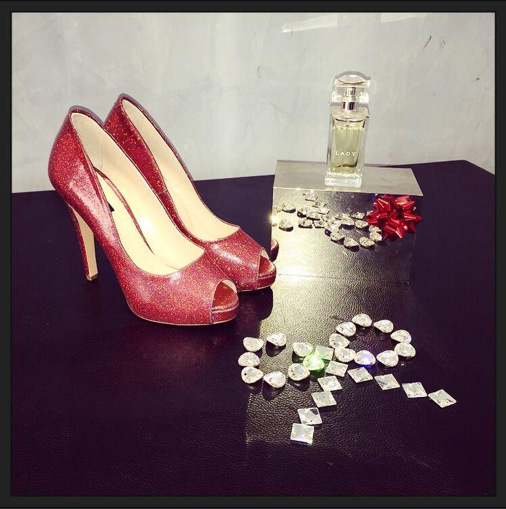 Décolleté Albano realizzato in glitter rosso!! Scopri la collezione in Limited Edition!
