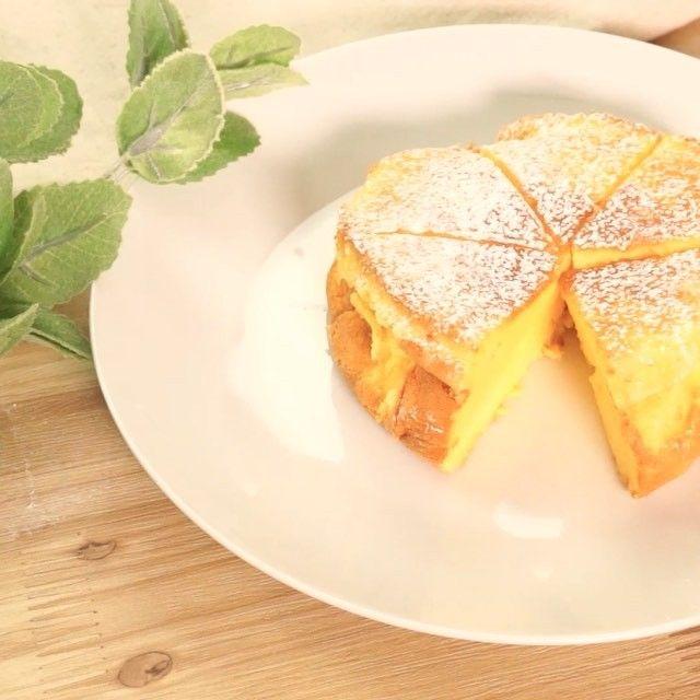 材料3つしか使わない#スフレチーズケーキ の作り方です。 一口食べれば、ふわふわ食感が口いっぱいに広がります!  材料(12cm型) ・クリームチーズ 100g ・卵  2個 ・砂糖  80g  手順 1. クリームチーズと卵黄を混ぜる 2. 砂糖と卵白でメレンゲをつくり(1)と合わす 3. 湯を貼った天板にのせ、160度に予熱したオーブンで30-40分焼けば完成!  TIPS・コツ >砂糖を20g減らすとよりチーズケーキの風味が強くなります。 >クリームチーズは電子レンジで30秒加熱してください。足りなければ10秒ずつで様子を見ます。 >メレンゲをまぜすぎないようにしてください!八分立て、つるのくちばし程度です。 >混ぜ終わったらすぐに型に入れ、すぐオーブンで焼き始めましょう! >オーブン庫内で粗熱をとってください。しぼんでしまいます。  作ったらInstagramで#delishkitchentv のタグをつけてぜひ教えてください♪ #スフレチーズケーキ #スフレ #チーズケーキ #簡単 #おうちごはん #レシピ #おやつ #手作り #food #yum…