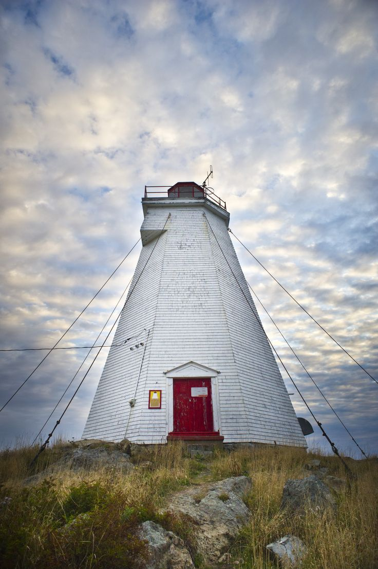 Swallowtail Lightstation has been watching over Grand Manan Island since 1860. It's a favourite spot of adventurers to explore and discover. You can take a short trail to get there.
