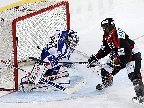 Fribourg Gotteron skates to a 5-2 victory over Adler Mannheim