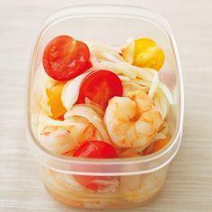エビとトマトのマリネシリーズ累計66万部を突破した「やせおかシリーズ」。著者の柳澤英子さん(50代)が1年で26kg減に成功し、リバウンドいっさいなしという点も話題のひとつ。 今回はシリーズ第3作目の『お弁当もやせるおかず作りおき』(小学館)から、人気レシピのひとつをご紹介。ダイエット中のお弁当レパートリーに加えて。 * * *