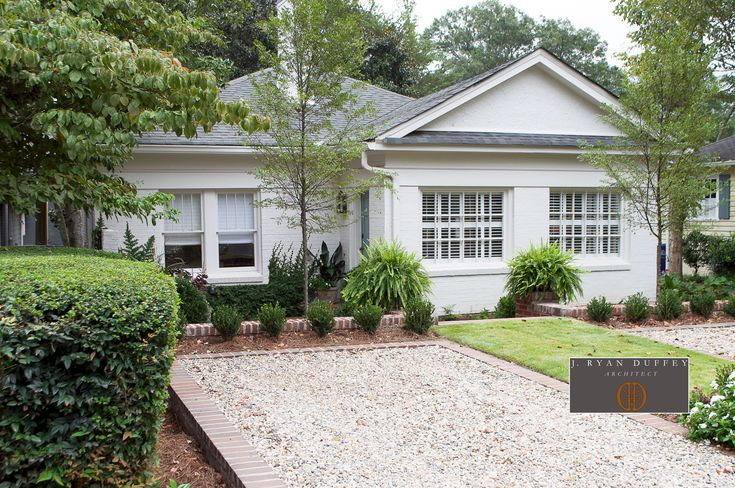 Vista Street Bungalow: A Street View Of The Bungalow. Parking Is Limited In The