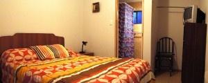 HOSTAL DORITA B, Vicuña. Contamos con 3 habitaciones, cómodas y acogedoras con baño privado con capacidad para 2 y 4 personas. Baño Privado, TV-Cable, WIFI. Sargento Aldea #95, Vicuña. Chile.  Teléfonos: +56 51 411109 o´+56 9 85944610. E-Mail: contacto@hostaldorita.cl  $25000