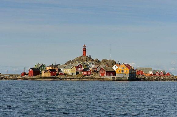 Viajar a Noruega y dormir en un faro ¡Qué divertido! #viajes #viajesconniños http://charhadas.com/ideas/30231-dormir-en-un-faro-noruega?category_id=69-viajes