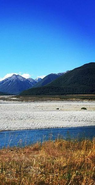 Stunning New Zealand scenery as expereinced from on-board the TranzAlpine train