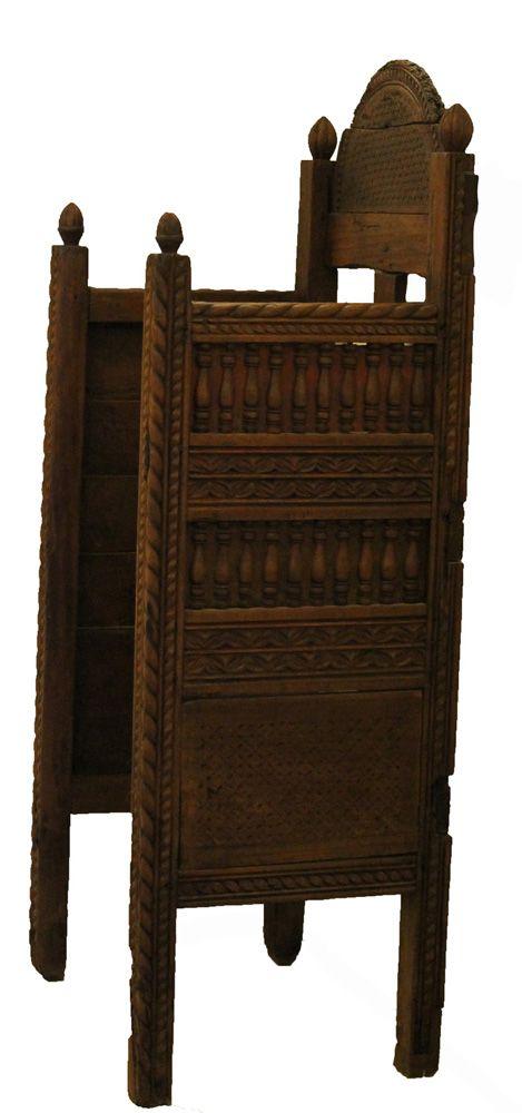 Επισκοπικός θρόνος με ξυλόγλυπτο γεωμετρικό και φυτικό διάκοσμο. Ξύλο. 15ος-16ος α.