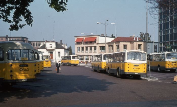 VAD, Ermelo / Apeldoorn, bussen op het oude Sophiaplein in Apeldoorn