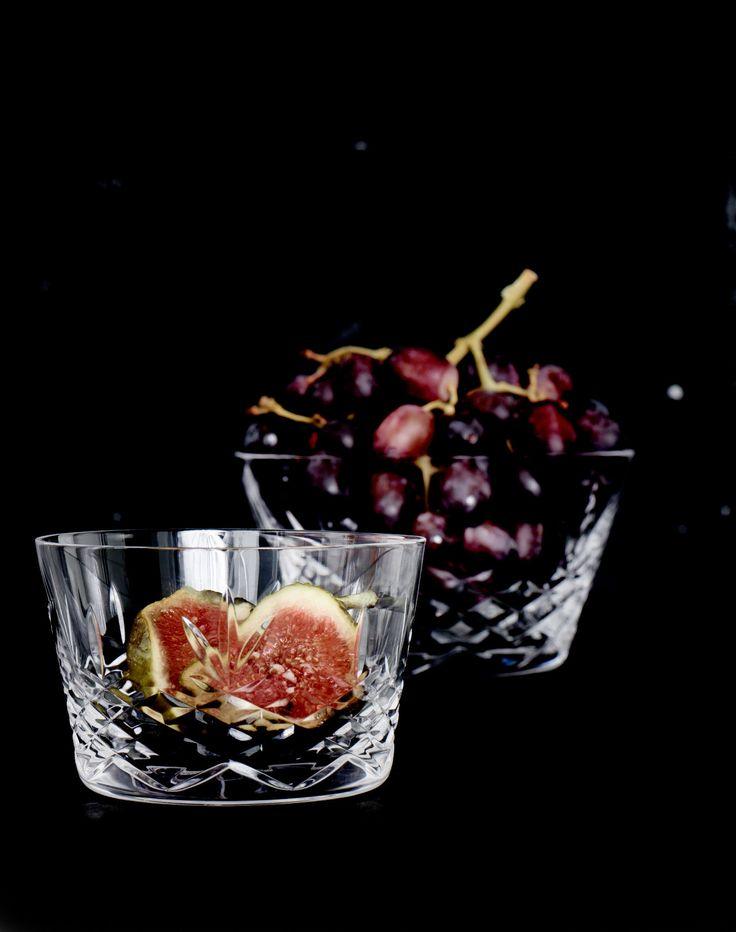 Crispy Bowl 1 er  perfekt til både morgenmaden, desserten, snacks eller til forskellige drikke. Skålen er udført i ekstremt holdbart, blyfrit krystalglas, og materialerne sikre skålen ensartethed og glans. Den er designet til at blive brugt og kan tåle maskinopvask på glasprogram. Glasskålen er fri for giftige tilsætningsstoffer. Crispy seriens produkter er alle udført i smukt dansk design i holdbare materialer, som pynter i bordopdækningen og tåler hverdagen.