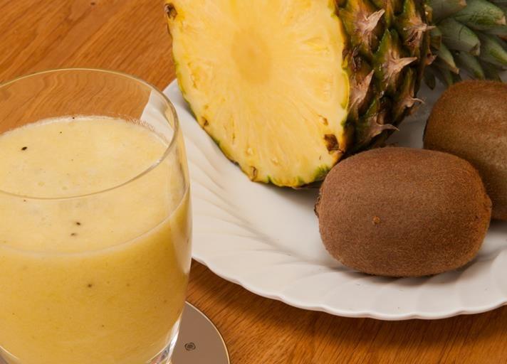 Pineapple and kiwi smoothie recipe