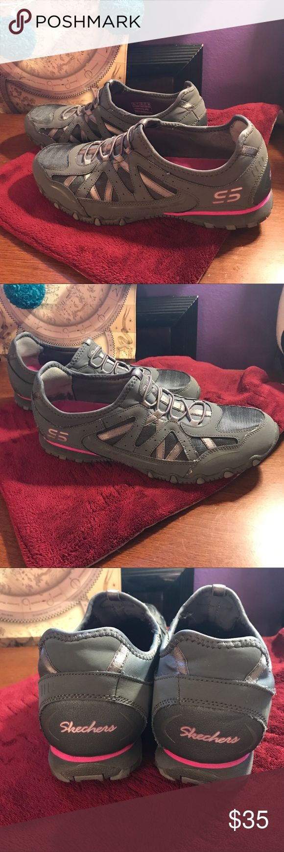 Skechers shoes Womens size 10 sport walking With the weather warming up its time to get outside! These Sketchers will keep you comfortable throughout the day! ♀️⛹♀️♀️ women's size 10!! LINK IN BIO!!!! #shoes #womensshoes #womensfashion #womensclothing #skechers #walking #running #outdoor #sport #comfortable #vacation #forsale #ebay #depop #poshmark  #seller #blackowned Skechers Shoes Sneakers