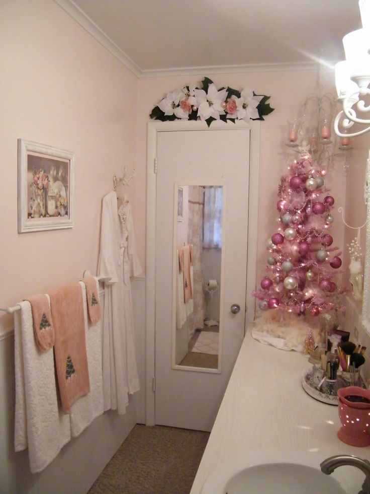 Beautiful Christmas bathroom decor to add Christmas