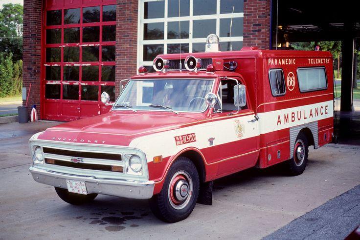 ambulance photo vintage jpg 422x640
