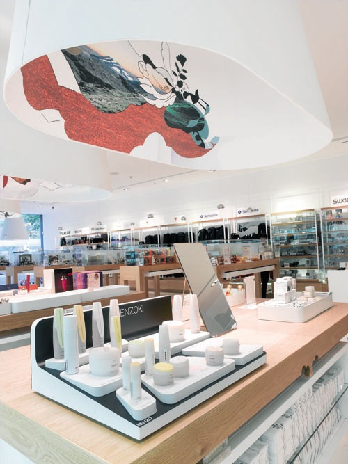 JR Duty Free shop, interior graphics by Pandarosa