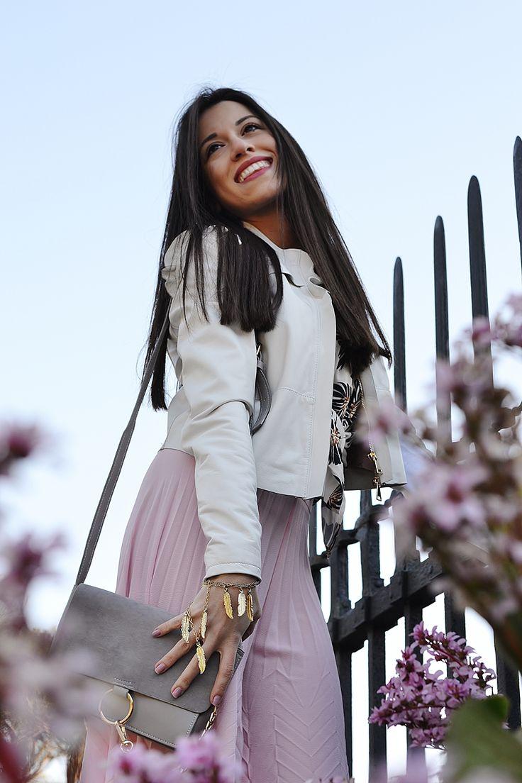 """#Hanitablog #SS17 #ootd Live In Beauty - Blogzine by Valentina Madonia ⤵  """"Per chi se lo fosse perso, nel blog c'è un nuovo #outfit in cui vi parlo della tendenza dell'estate 2017: i pantaloni a palazzo!  Comodi, eleganti e femminili""""💕  TOTAL LOOK by Hanita✨🇮🇹"""