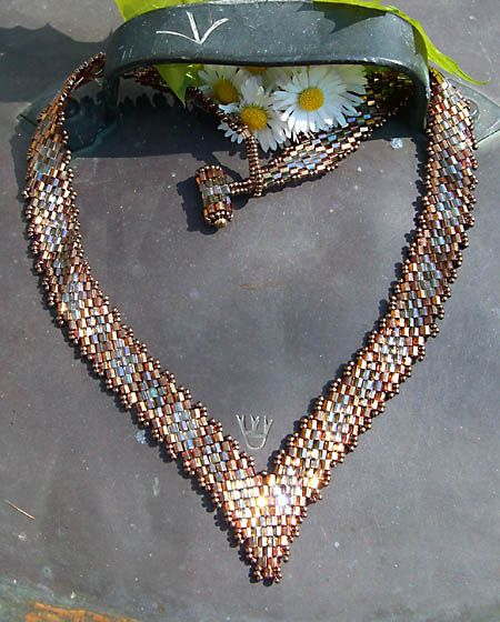 Margareta B Design Websitewith Fireline and Miyuki Delica Cut 8/11/0 seedbeads 0och.   Technology is the diagonal peyote and the pattern is my own
