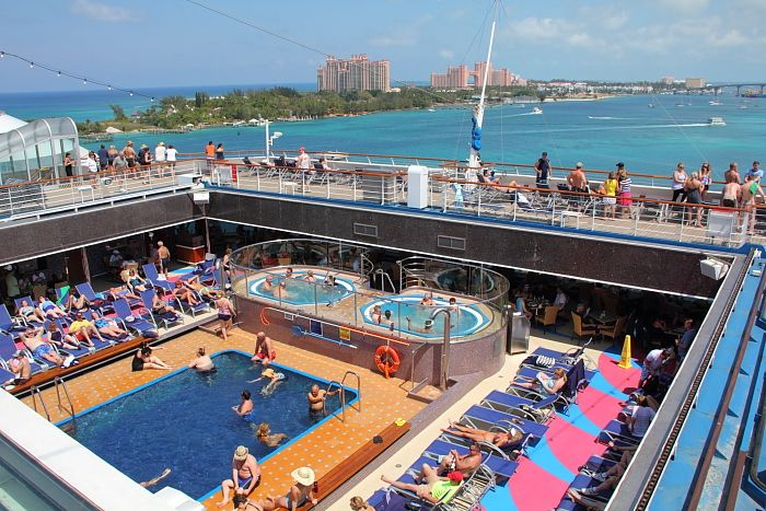 Carnival Glory aft pool