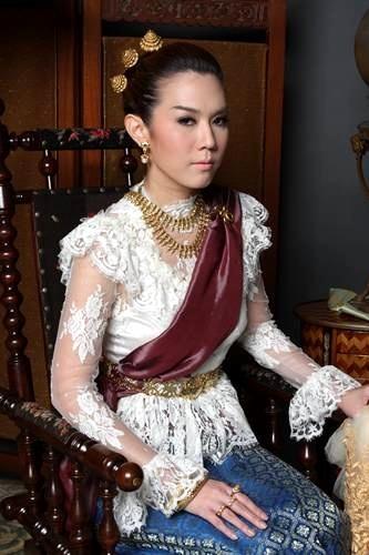 Queen Chandrawinata dress