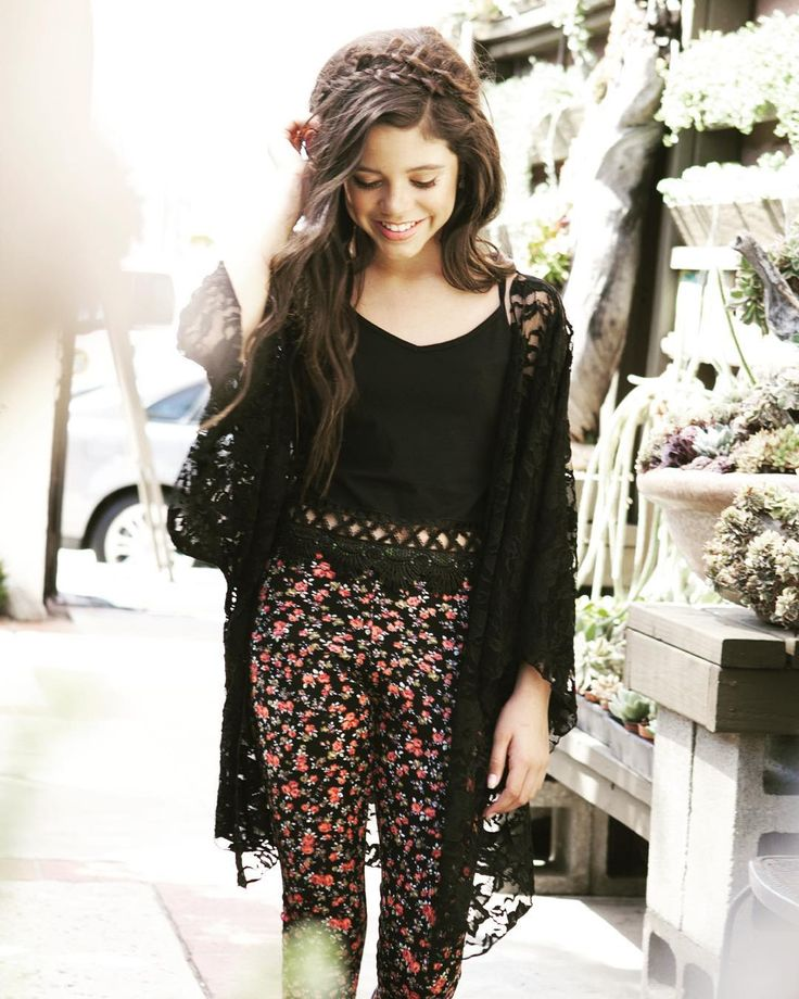 {Changing Charlie's FC to Jenna Ortega//Open} I walk through the courtyard of the school during lunch humming softly to myself. You walk up to me and...