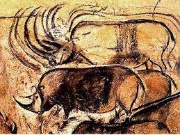 1)Pintura rupestre. Caverna de Chauvet ou Chauvet-Pont-d'Arc. Localizada perto de Paris, no sul da França. 30.000 a.C. O homem pré-histórico era mais moderno do que muitos artistas vindos em anos posteriores. Vê-se movimento e liberdade de criação.