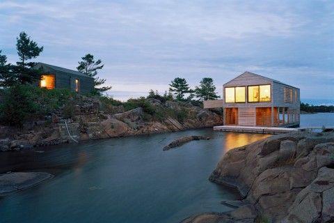 Cuando hablamos de una casa, siempre decimos que son cuatro paredes y un techo, pero ¿por qué nadie menciona el suelo? Las casas flotantes, barcos que han sido diseñados o modificados para ser usados como vivienda, son especies de espacios en toda regla.