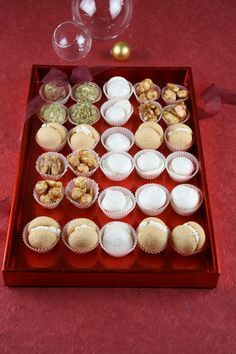 Un goloso regalo di Natale Tartufi, meringhette, praline, baci di dama... prepara per Natale una scatola piena di dolcezze