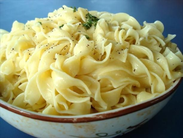 Hot Buttered Garlic Noodles Recipe - simple version - I replaced the butter with olive oil and added extra garlic for an amazingly garlicly and delicious side dish. This recipe goes GREAT with the chicken Marsala that I pinned in this same folder.