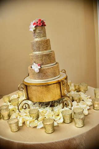 Loving the Fab gold cake stand!