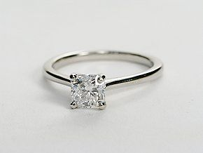 Petite Solitaire Engagement Ring princess cut in Platinum