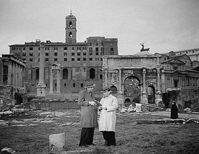 """: Foro Romano Titolo del film: """"Guardie e Ladri"""" Regista: Mario Monicelli e Steno Anno: 1951"""