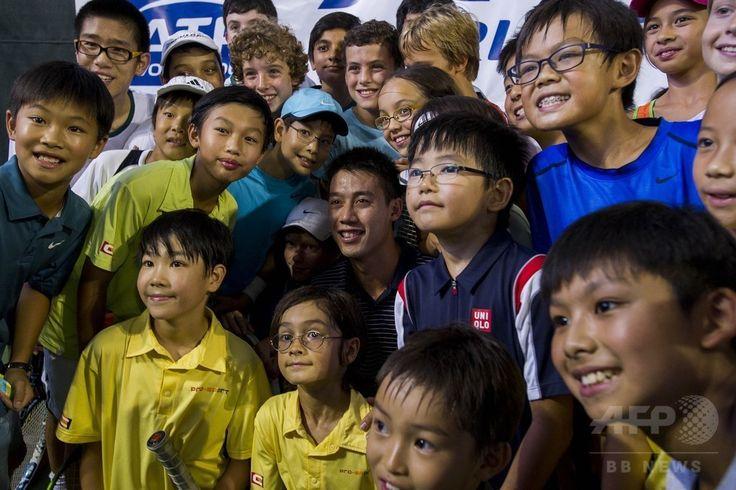 香港(Hong Kong)で行われた男子プロテニス協会(Association of Tennis Professionals、ATP)主催のイベントに参加した錦織圭(Kei Nishikori、中央、2014年9月19日撮影)。(c)AFP/XAUME OLLEROS ▼20Sep2014AFP錦織、李娜の引退受け「自分がアジアのリーダーに」 http://www.afpbb.com/articles/-/3026513 #Kei_Nishikori