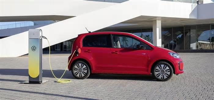 Vw Received 20 000 E Up Electric Car Orders Rivaling Gas Powered Version In 2020 Car Living In Car Volkswagen