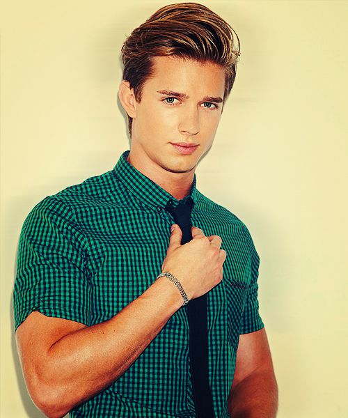 I think this works mainly because he fills the shirt well with his nice muscular and tanned arms. Also, I wonder how his hair was done. (Model: Drew Van Acker)