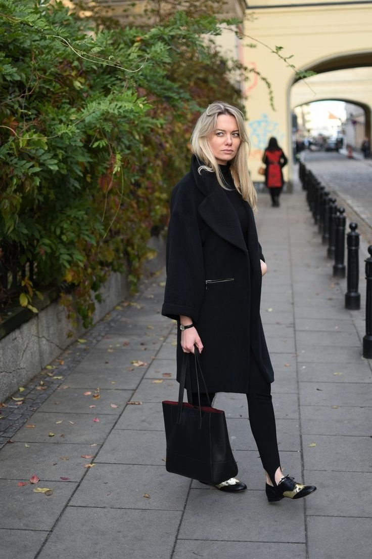 Black coat. Street Style. Every Style www.everystyle.pl