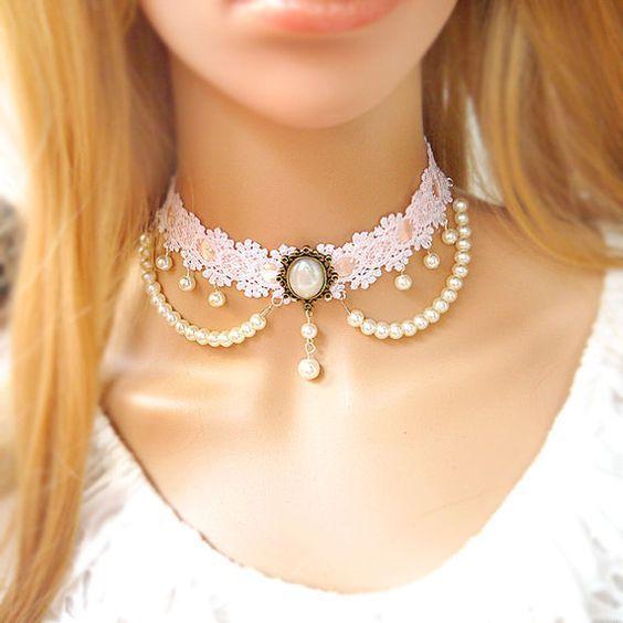 Resultado de imagem para mulher linda com bijuterias