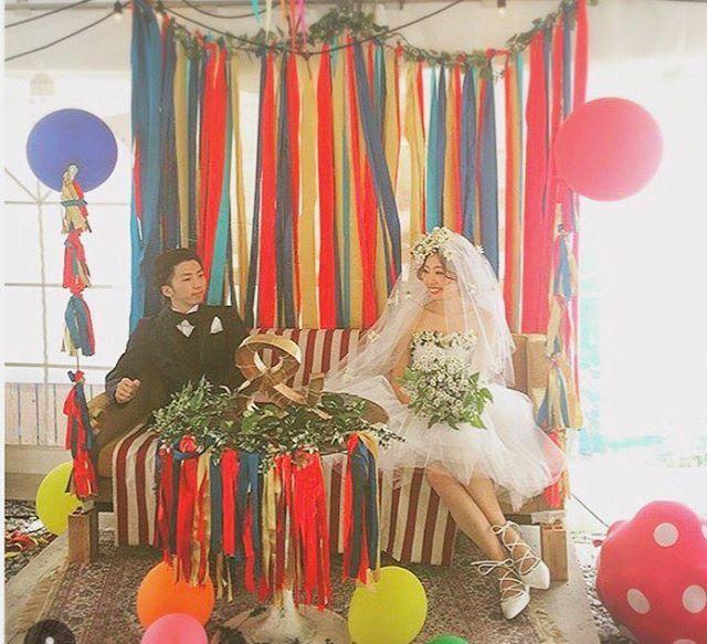 こちらは中央の高砂部分ですこの写真&の文字が前に倒れちゃったケド‥リボンカーテンもライトも作りました右下にある水玉の風船は膨らます前のスパークバルーンです写り込んじゃった #卒花嫁 #披露宴 #披露宴会場 #高砂 #高砂ソファー #会場装飾 #装花 #ウエディングドレス #ドレス #ウエディング #野外ウエディング #洋裁 #手作り #結婚式 #結婚式準備 #wedding #weddingdresses #weddingcircus #lovekingdom #オリジナルウェディング #プレ花嫁 #手作り結婚式 #handmade #marryxoxo #marry #JTBウエディング_ファッション