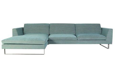 Snygg större soffa från living.se https://www.living.se/mobler-i-malmo/soffor/tokyo-divansoffa-tyg-mert/