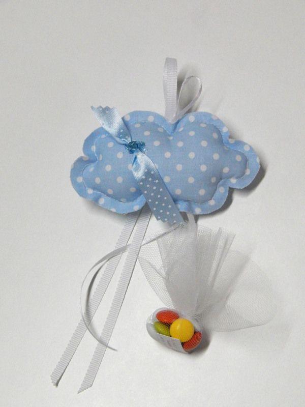 Κρεμαστή μπομπονιέρα βάπτισης - Χειροποίητο υφασμάτινο συννεφάκι σε χρώμα πουά γαλάζιο.