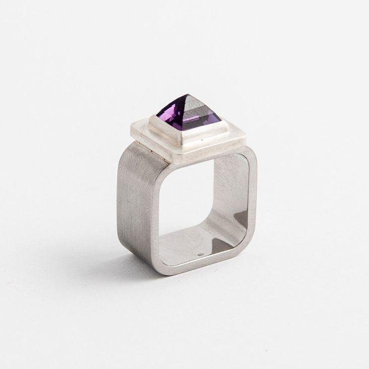 Menyhárt Richárd - Csúcsos gyűrű