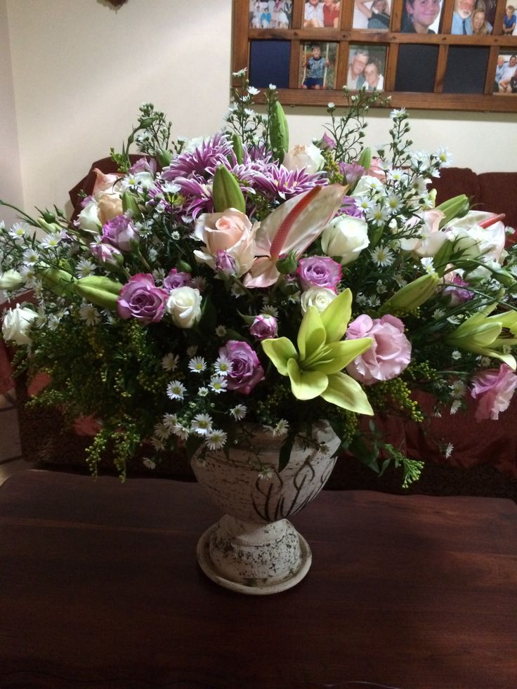 Roses, lilies and lisianthus