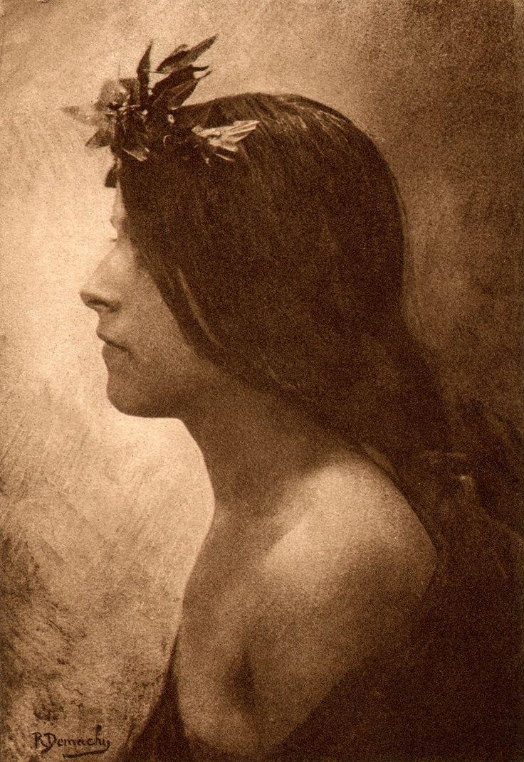 Photographische Rundschau : 1898   Photographer: Robert Demachy Title: Aufnahme von R. Demachy in Paris