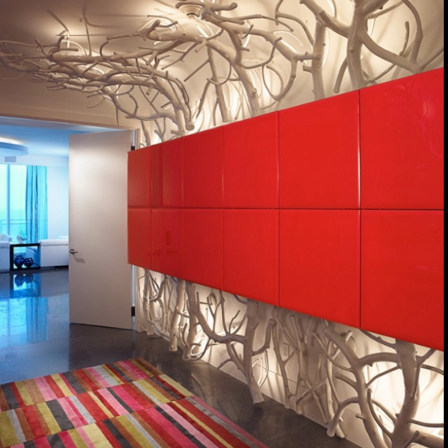 Climbing light fixture: Features Wall, Bal Harbour, Jenny Carter, Trees Branches, Hallways Lights, White Branches, Modern Home, Modern Hall, Diy Projects