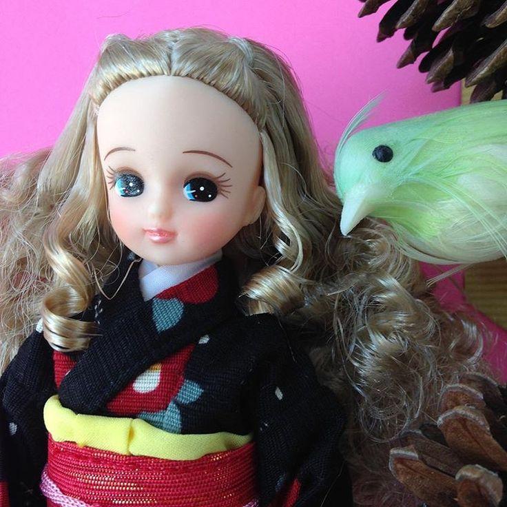 .  おはようございます♡  .  またお正月に戻っちゃったみたいだけど、クリスマスリカちゃんにもお着物着せてみました♡  .  ふわふわヘアにも似合うね  ╰(*´︶`*)╯♡  .  @licca_sayu さゆちゃんちのクレア姫と並べたいなぁ  .  .  #湘南#茅ヶ崎  #dollstagram #dollphotography   #リカちゃんキャッスル   #クリスマスリカちゃん  #リカちゃん#licca  #pureflower_dollsのリカちゃん   #pureflower_dolls   #お正月#お着物