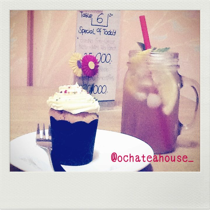 cupcake with our moctailtea :)