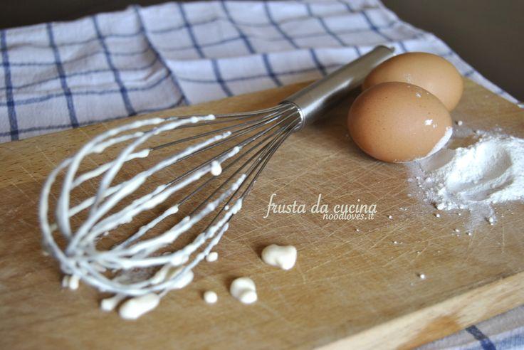 Frusta da cucina Ti piace? Se ti interessa puoi leggere l'articolo cliccando qui (http://noodloves.it/recipe/muffins-black-white-con-scaglie-di-cioccolato/)