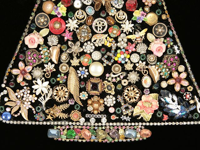 Lovely How To Make A Costume Jewelry Christmas Tree Part - 14: Christmas Tree Wall Hanging Crafted Using Vintage Costume Jewelry.