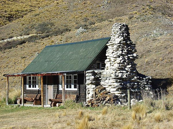 Oh! Look at the stone fire place!Shepherd's Hut - New Zealand