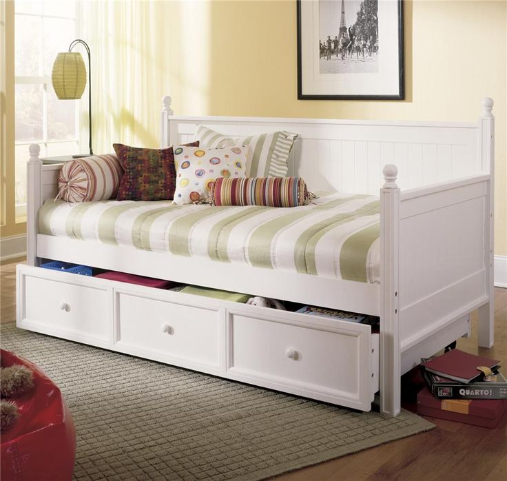 Chic Rectangle Daybed With Trundle Set Near